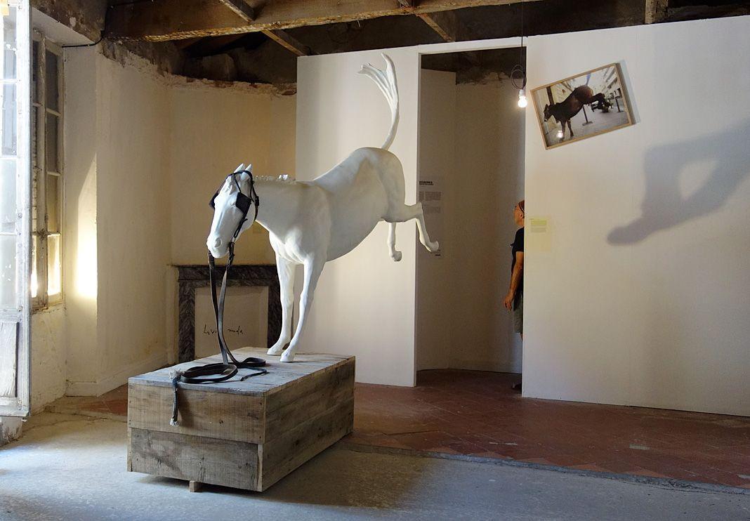 Adel Abdessemed, Cheval de Turin, 2012, Aluminium, cuir, 230 x 160 cm
