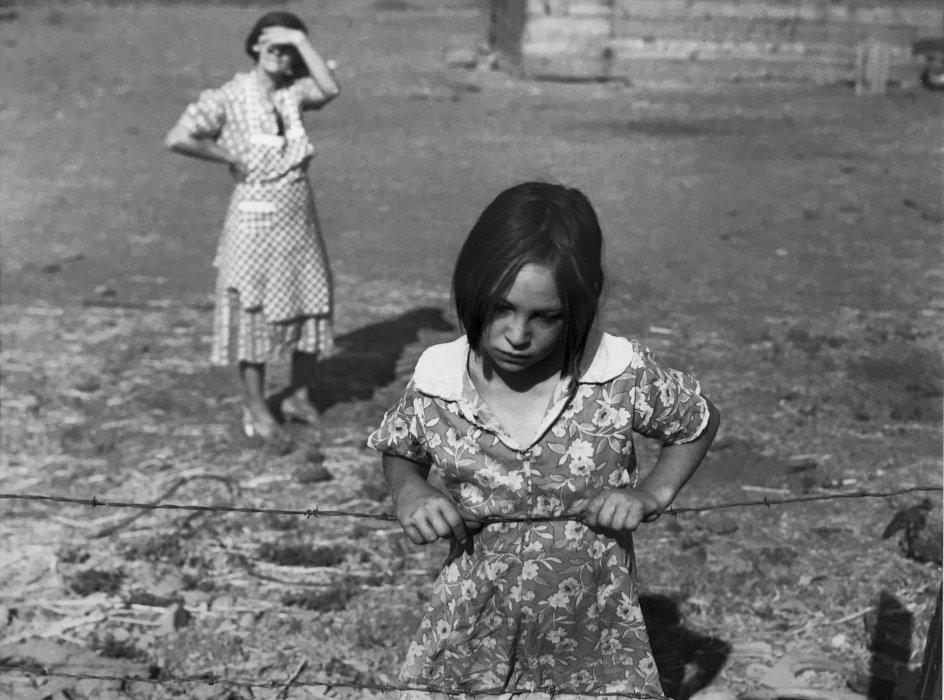Dorothea Lange 1895-1965, L'un des plus jeunes enfants de Chris Adolf, Wapato, Yakima Valley, Washington, 1939, tirage argentique moderne à partir du négatif original, c. 1
